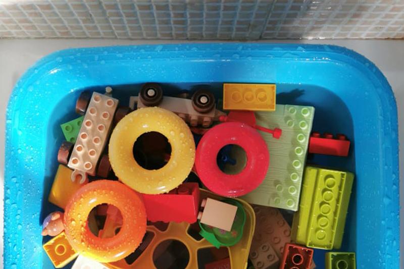 No! Cacca! 10 cose utili sulla pulizia dei giocattoli